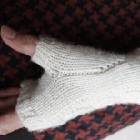 and the neat way the thumb gusset is worked.
