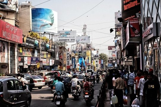 A crowded Mumbai street