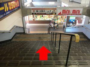 針中野駅の階段を降りつ写真