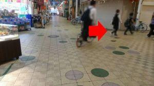 はりなかの商店街の十字路の写真