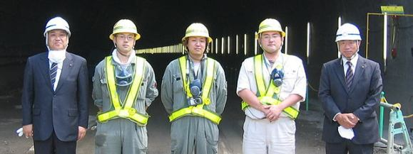 左から中山社長、広木さん、竹内さん、岡本さん、長谷川釧路営業所長