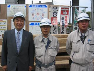 左から、中山社長、十鳥所長、木村さん