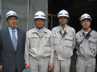 左から、中山社長、久保田所長、塚田さん、横山さん