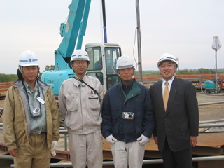 左から、(豊松吉工業・大久保 実さん)、 佐藤係長、(岸本組・安西 祐二さん)、中山社長