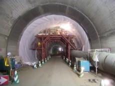 トンネル内遮水シート施工状況