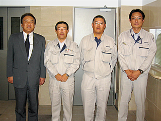 左から中山社長、十鳥所長、瀬戸さん、 応援に来ていた高橋 聡さん