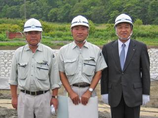 左から志田所長、高木さん、中山社長