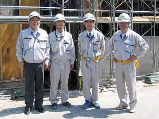 左から中山社長、西本主任、福井係長、森下所長