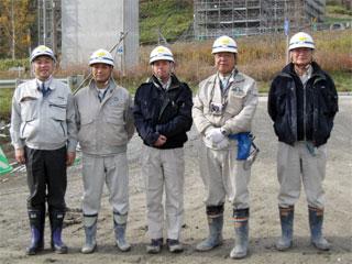 左から 中山社長、田中係長、中塚主任、池田主任、棚村係長