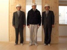 左から 長谷川釧路営業所長、前田主任、中山社長