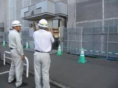 前田所長から現場の説明を受ける中山社長
