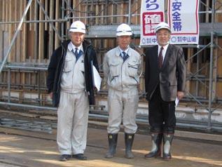 左から、荒井建築次長、伊藤課長、中山社長