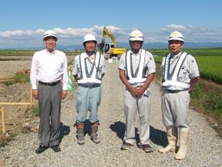 左より、中山社長、JVメンバーの光栄建設工業の長井さん 伊藤主任、中村現場代人