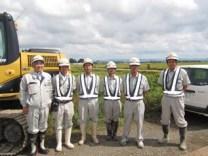 左から、中山社長、鉢呂技術員、遠藤現場代人、 光原技術員、丹波主任、菊池主任
