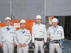 左から中山社長、宮川現場代理人、塚田さん、田中さん