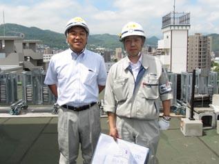 屋上にて中山社長と佐藤所長