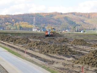 一山ごとに土を搬入しています
