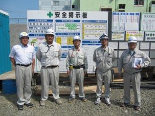 左から、新人の福田君、西本さん、清水君、森下さん