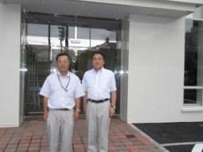 左から高橋所長、中山社長
