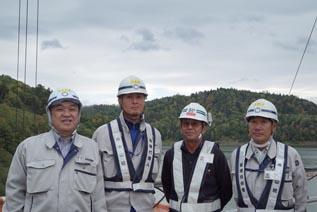 左より中山社長、今野主任、 関本工業㈱ 主任技術者 堂守さん、川津工事課長