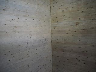 木目調のコンクリート壁