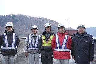 左より荒さん、上村さん、㈱増友土木 増井社長、 木村さん、中山社長
