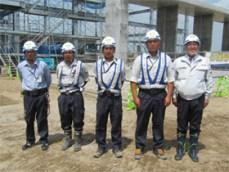左から 佐藤結一さん、近藤さん、鉢呂さん、 佐藤聡也さん、中山社長