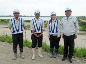 左から 木嶋さん、山下さん、本庄さん、中山社長