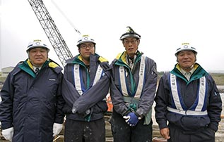 左より中山社長、春木さん、成田さん、上村さん