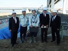 左より中山社長、土井次長、木村主任 小瀧顧問、作田支店長