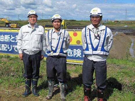 左より中山社長、近藤君、木嶋課長