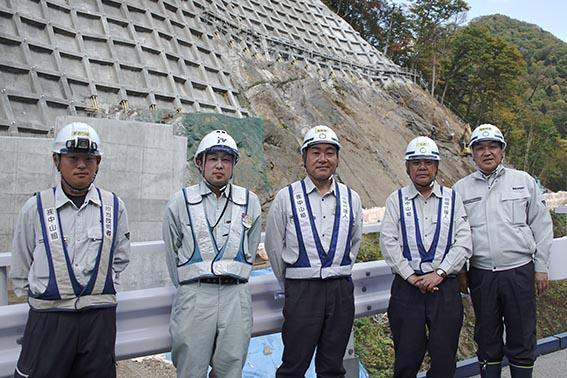 左より大坪さん、阿部さん、高木さん、志田さん、中山社長