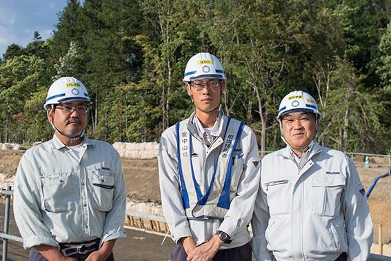 左より石澤さん、成田さん、中山社長
