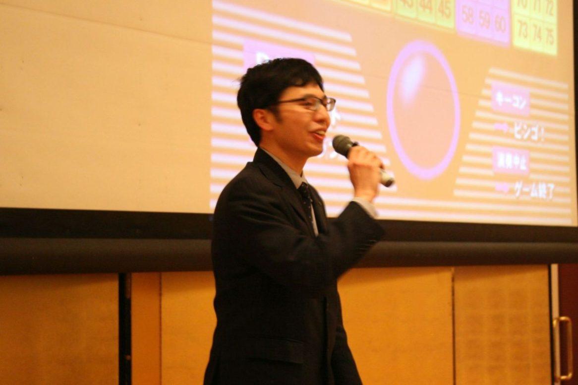 ビンゴ大会 司会の藤田さん