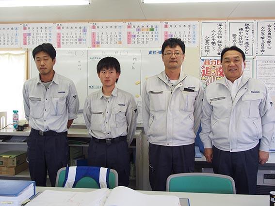 左から 池本さん、松澤さん、三上所長、中山社長