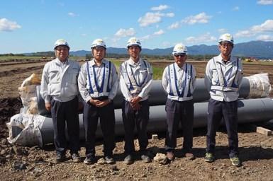 左から社長、吉川主任、神山さん、西股係長、澤田主任