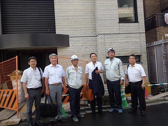 左より前田次長、木下部長、大塚課長、中山社長、佐藤係長、作田支店長