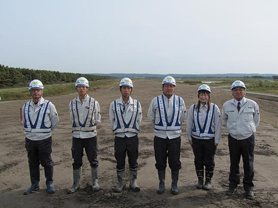 左から松田さん、柴田さん、豊田さん、竹内さん、本庄さん、中山社長