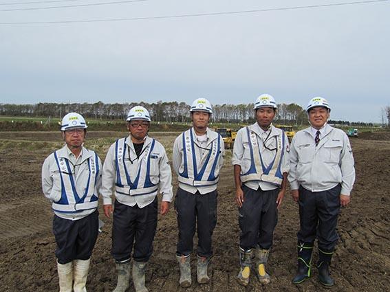 左から金村さん、山口さん、辻本さん、吉田さん、中山社長