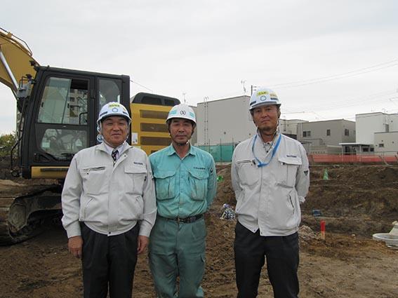 左から中山社長、新成建設㈱加藤社長、今野さん