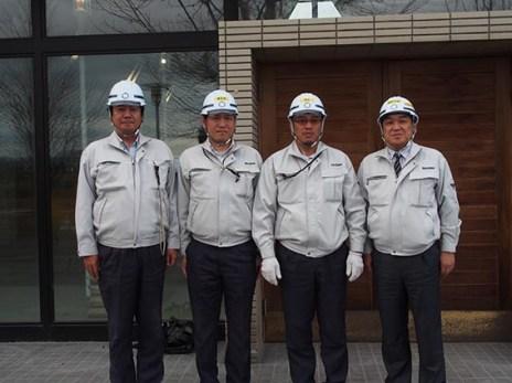左から、長谷川さん、前田さん、瀬戸所長、中山社長