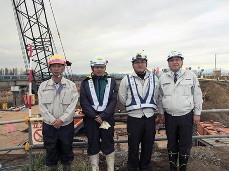 左から、(株)山下土建 山下社長、中村さん、伊藤所長、中山社長
