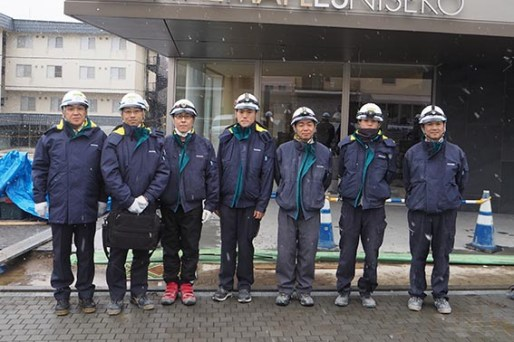 左から、中山社長、堀田所長、村田さん、目黒さん、菊地さん、長谷川さん、西本さん