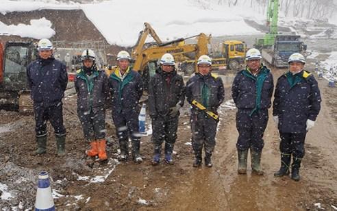 左から、前野さん、池本さん、金子さん、山下さん、甲さん、石澤さん、中山社長