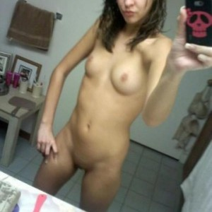 naughty-nude-selfie-pics-with-amateur-nude-teen-private-pics-01