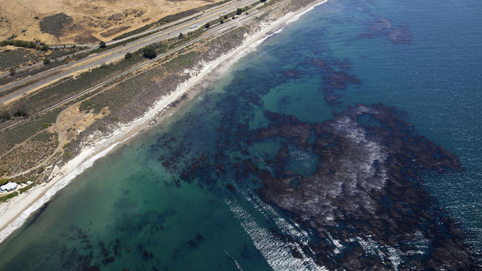 la-me-santa-barbara-county-beach-oil spill