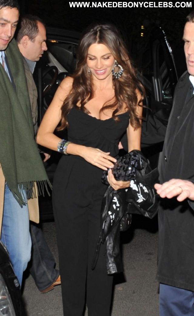 Sofia Vergara New York Posing Hot Restaurant Babe Beautiful New York