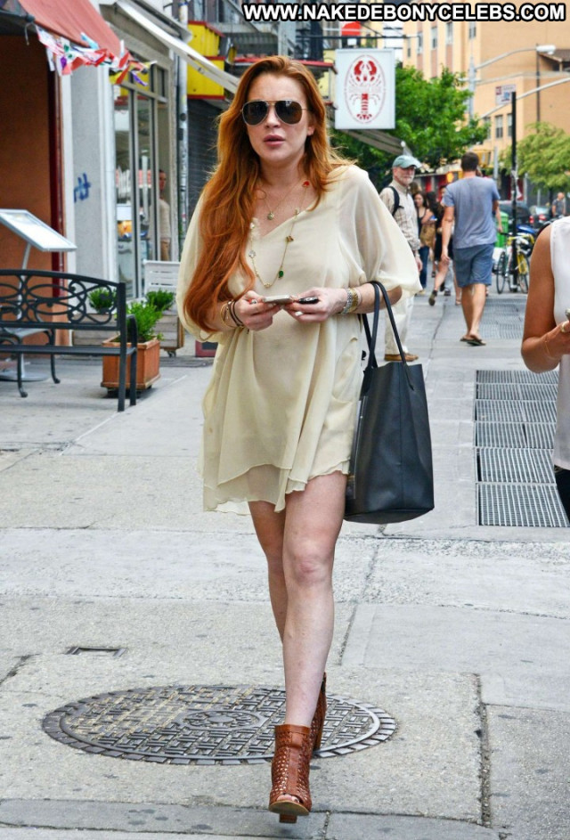 Lindsay Lohan New York Celebrity Posing Hot Paparazzi New York Babe