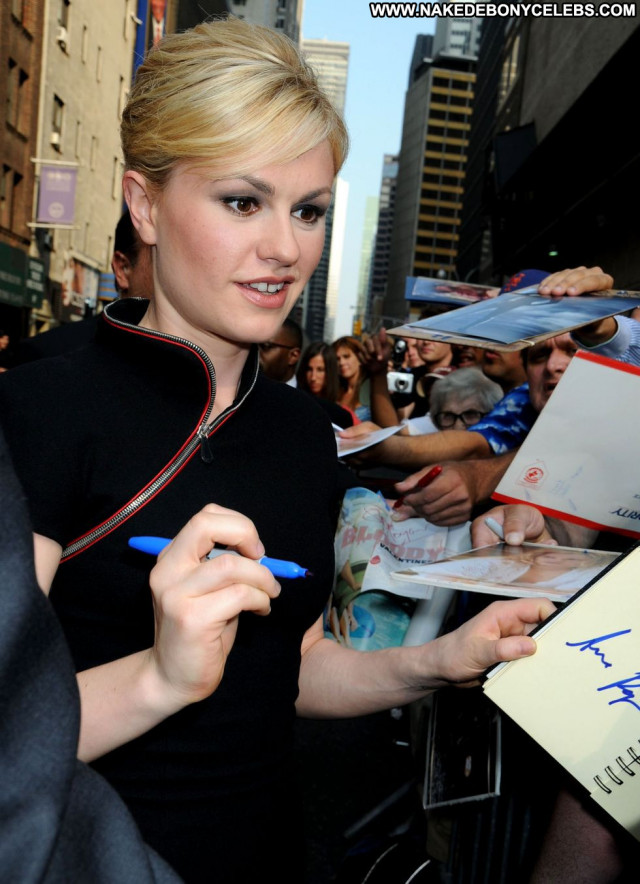 Anna Paquin The Late Show Celebrity Babe New York Paparazzi Posing