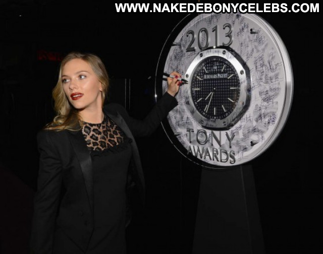 Scarlett Johansson Beautiful Paparazzi Babe Celebrity Posing Hot Nyc
